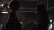 Алекс говорит Мэгги, что не обижается на нее