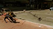 Джеймс отталкивает Кару из под машины