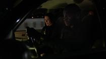 Алекс и Хэнк следует за грузовиком, перевозящем ДДТ