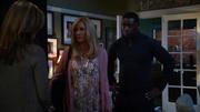 Алекс и Дж'онн приходят в дом Элайзы
