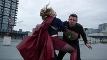 Кара сражается с Металло