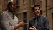 Джеймс и Уинн удивлены, что они оба знают секрет Кары