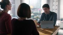 Уинн сообщает Алекс о том, что нашел о её отце