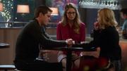 Кара, Кэт и Адам встречаются в кафе