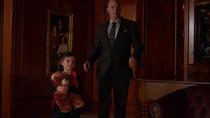 Лайонел приводит юную Лену в дом Люторов
