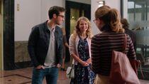 Кара узнает, что Мон-Эл и Ева идут на свидание