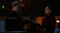 Лилиан Лютор дает Лене ключ от ракетной установки