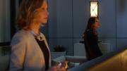 Разговор Кары и Кэт на балконе