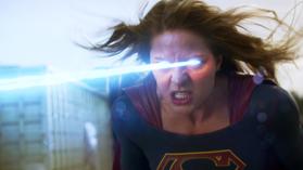 Кара с яростью использует тепловидение, чтобы взорвать Красного Торнадо