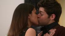 Шивон целует Уинна