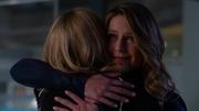 Кара обнимает Кэт