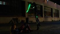 Кара сражается с Алекс
