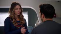 Кара предлагает Мон-Элу обсудить то, что между ними произошло