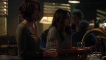 Мэгги сообщает Алекс, что её бросила девушка