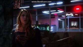 Supergirl Clip 1x19 Myriad Frauenkampf
