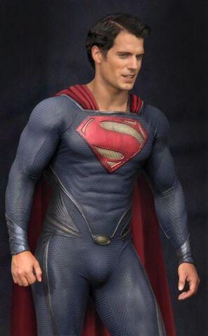 File:Superman-man-of-steel-henry-cavill-leather-jacket1.jpg