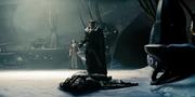 Zod de pie sobre el cuerpo de Jor-el.