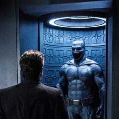 Bruce y el Bat-Traje