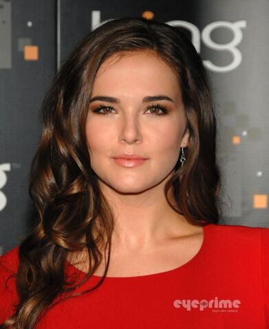 File:Zoey Deutch.jpg