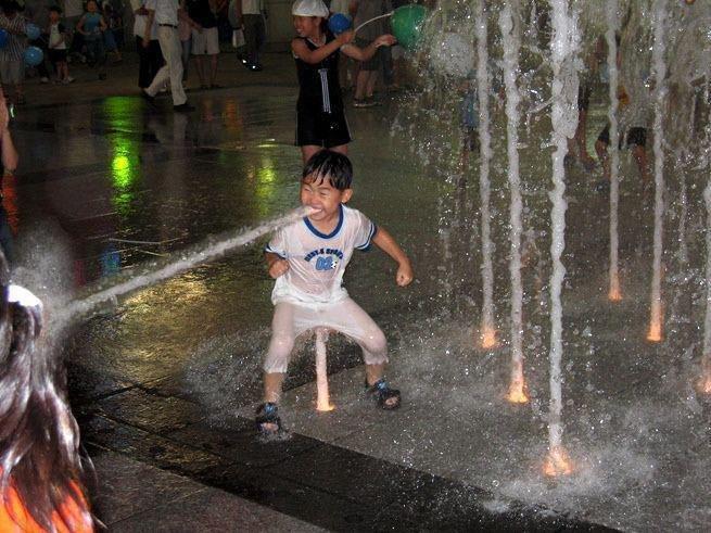 Fountain kid