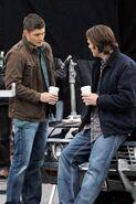 Jared+and+Jensen+on+set+Ddj0TyartzIx