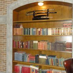 Книжный шкаф и мечи