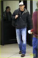 Jensen-ackles-airport-03