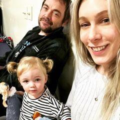 Марк с Сарой Фудж и дочерью Изабеллой