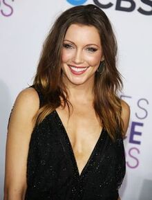 Katie-cassidy-people-s-choice-awards-2013-05