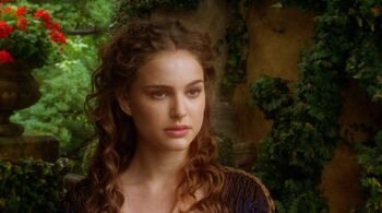 Still-of-natalie-portman-in-star-wars -episode-ii-attack-of-the-clones-large-picture