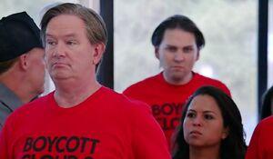 S02E01-Travis boycott shirt