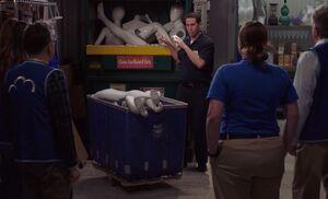 S04E22-Marcus Stock Room