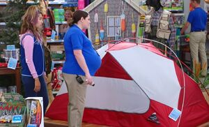 S04E01-Cheyenne Dina tent