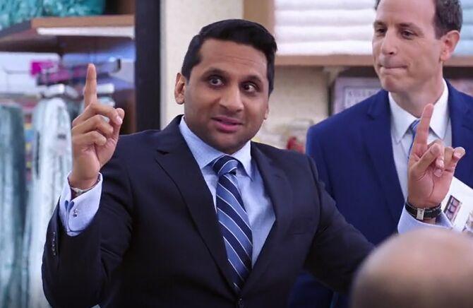 S02E11-Rex fingers up