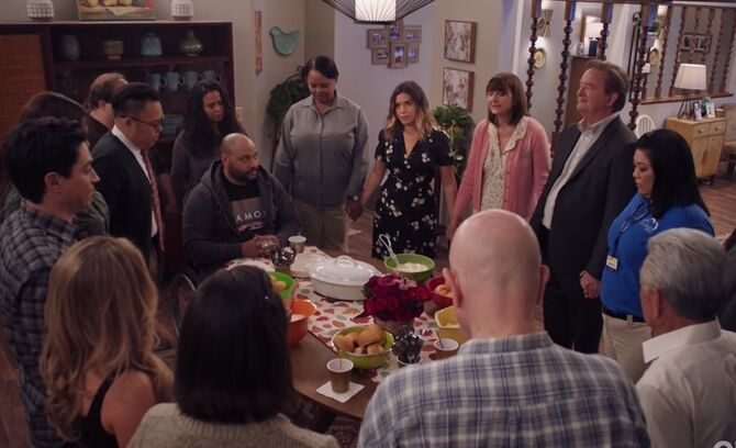 S03E09-Amy's house dining room