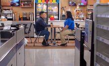 S04E12-Jerry Sandra cafe