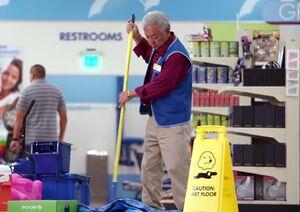 S01E11-Brett mopping up