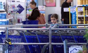 S02E17-Girl in cart