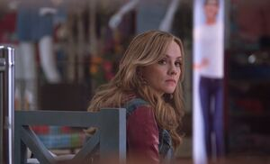 S03E19-Kelly sad