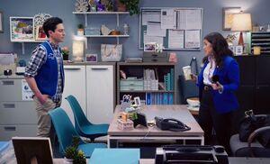 S04E21-Jonah Amy office