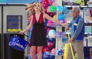 S00E1-Brett mopping beautiful girl