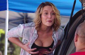 S02E01-Nikki breasts