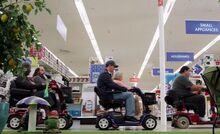 S01E01-Customers on rascals