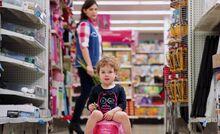 S01E01-Child on potty