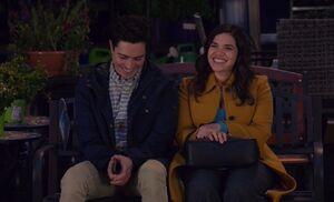 S04E19-Amy Jonah bench
