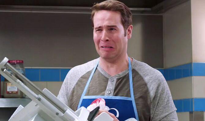 S02E02-Marcus cuts off thumb