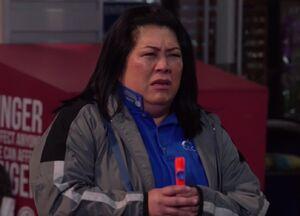 S03E04-Sandra parking lot