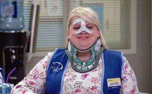 S03E04-Justine neck brace