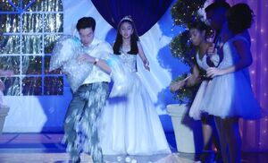 S04E17-Jonah spills ice