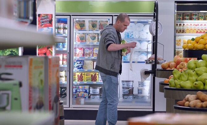 S03E17-Man w plastic bag1